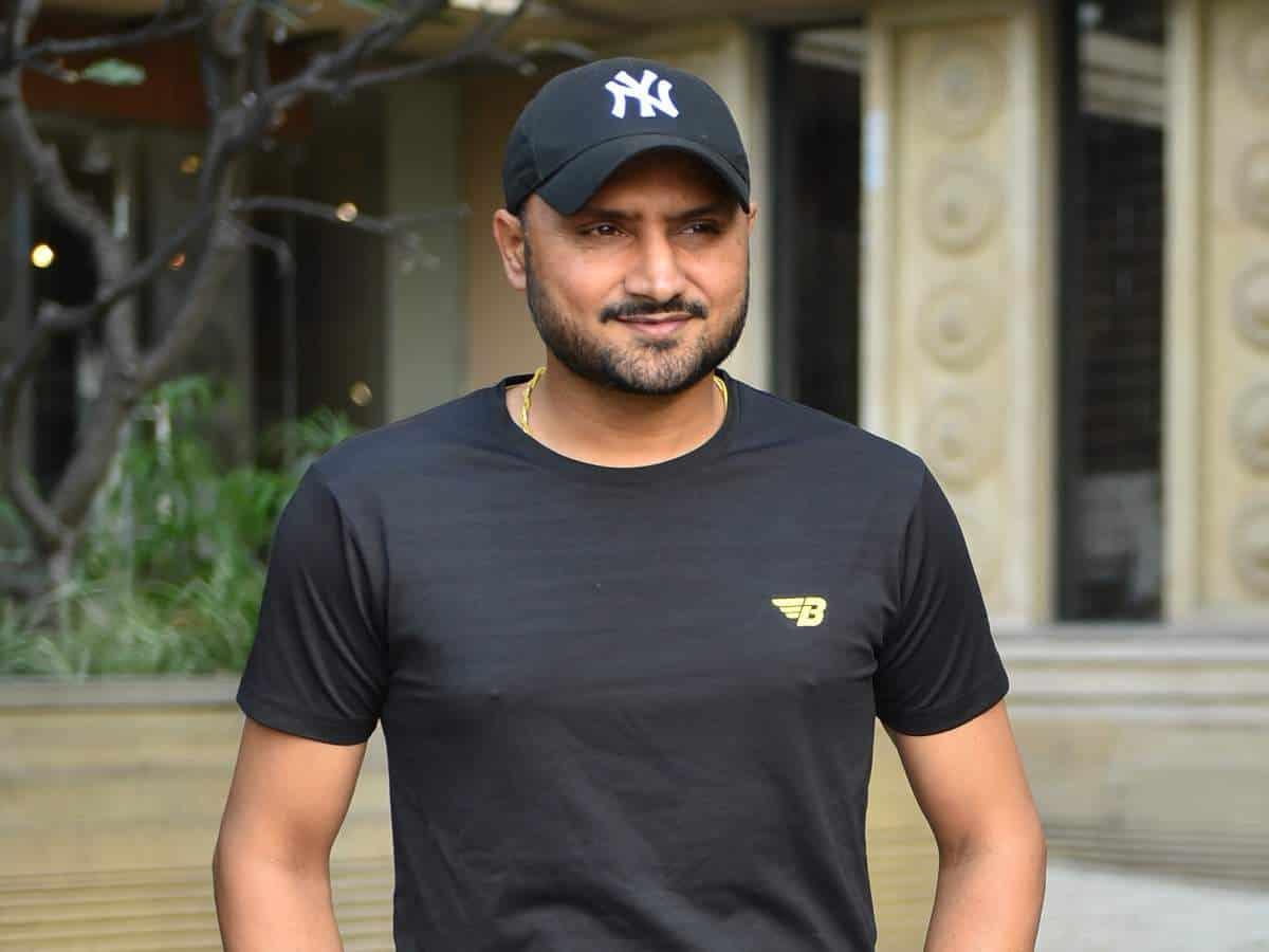 Harbhajan Singh Created a Flurry on Social Media with his CricketKaKhulasa Tweet