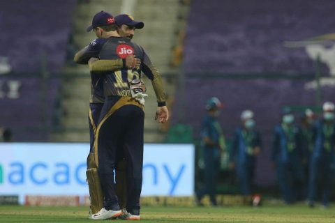 IPL 2020 Dinesh Karthik Hands Over KKR Captaincy to Eoin Morgan