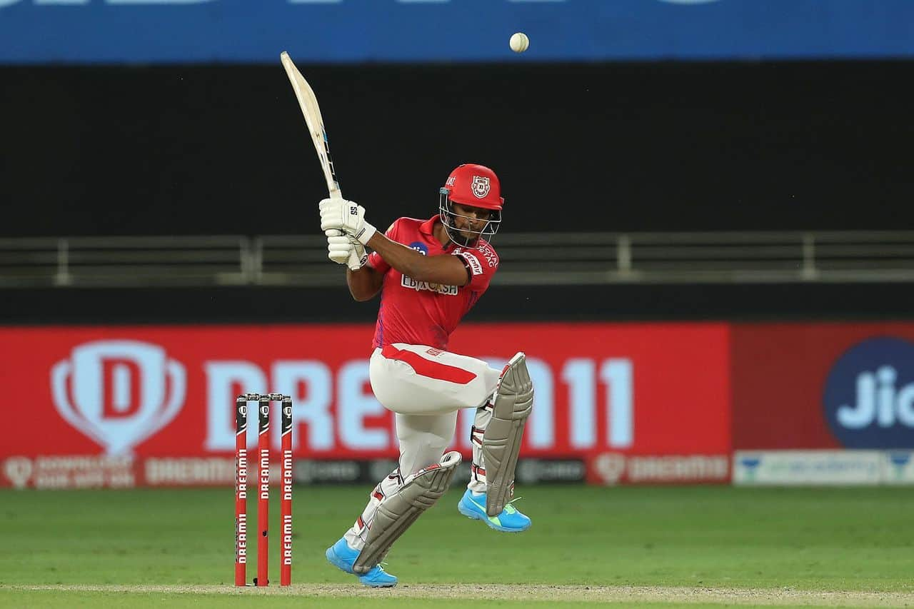 IPL 2020, SRH vs KXIP: Kings XI Punjab's Players Wear Black Arm Bands To Pay Tribute To Mandeep Singh's Father