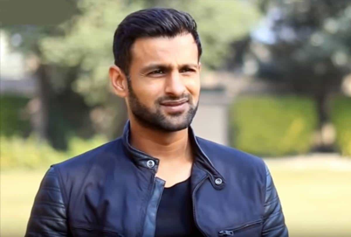 Watch: Pakistan Cricketer Shoaib Malik's Sports Car Crashes Into Truck in Lahore