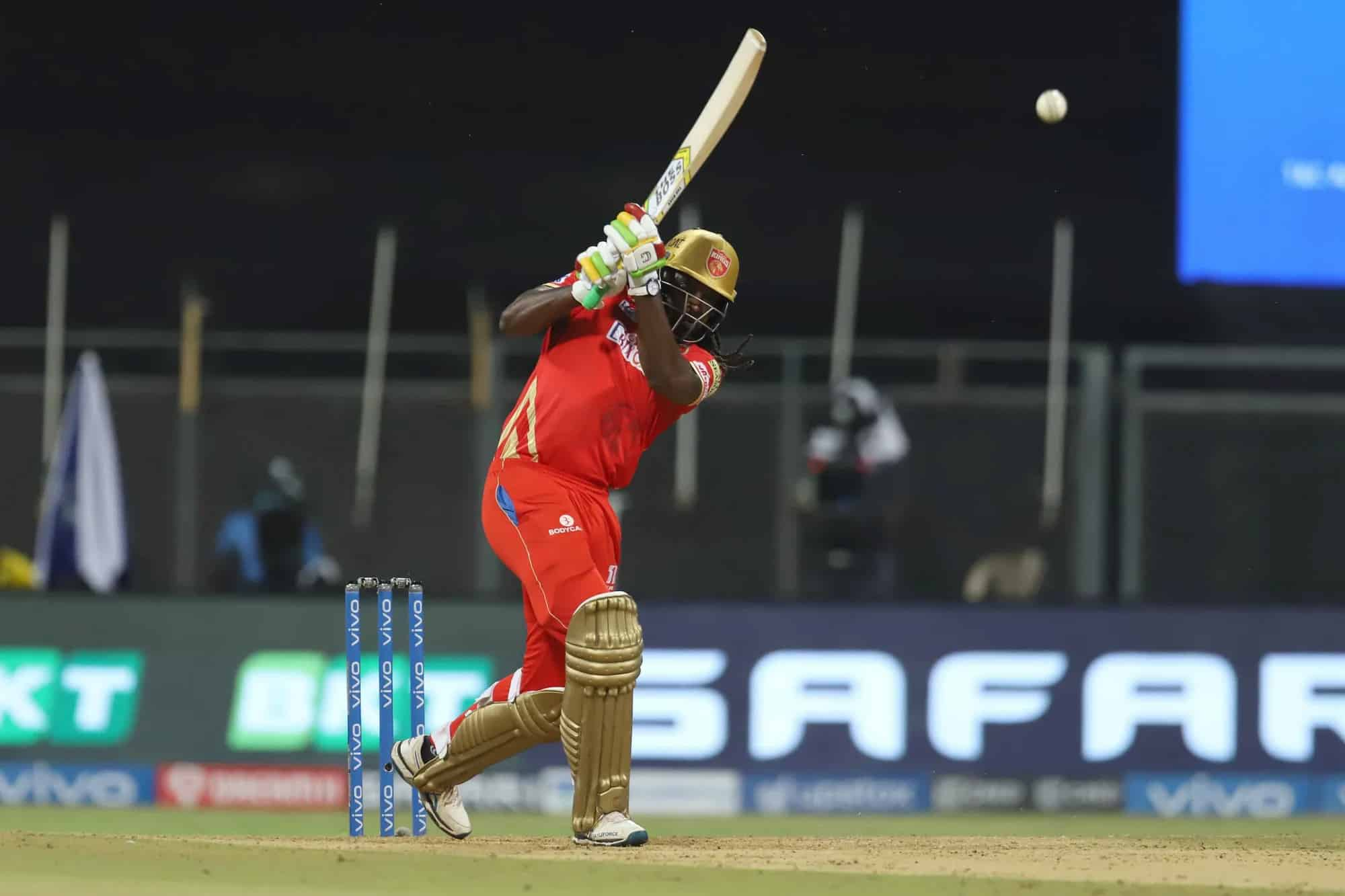 Chris Gayle Completed 350 Sixes in IPL