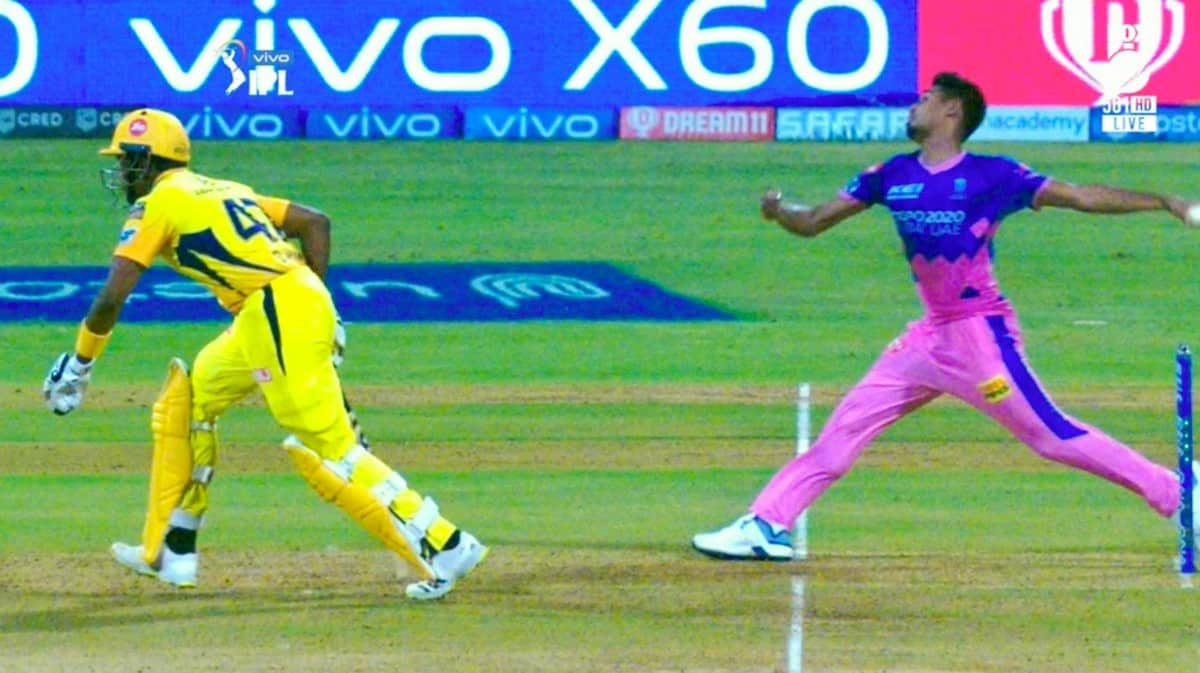 IPL 2021: Harsha Bhogle Asks 'Mankading' To be Mandatory After Bravo Was Caught 'Stealing' A Run