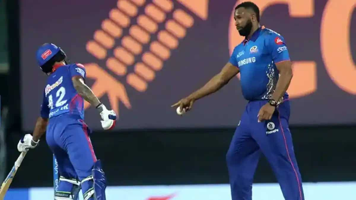 And He Was Warning Dhawan In The Previous Match: Twitterati Reacts As Kieron Pollard Seen Running Even Before Mohammed Shami Releases The Ball